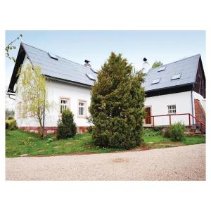Hotel Pictures: Four-Bedroom Holiday Home in Hostinne, Hostinné