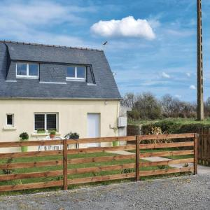Hotel Pictures: Two-Bedroom Holiday Home in Camlez, Camlez
