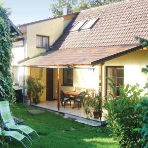 Hotel Pictures: Holiday Home Podhorany u Ronova with Fireplace IX, Podhořany