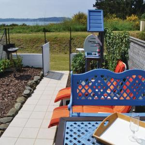 Hotel Pictures: Holiday Home Oyster Cottage, Plouézoc'h