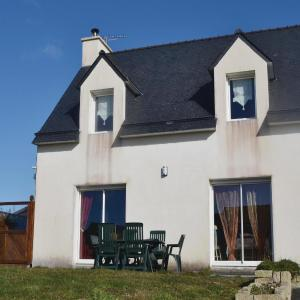 Hotel Pictures: Three-Bedroom Holiday home Le Pouldu with Sea View 04, Le Pouldu