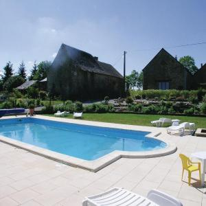 Hotel Pictures: Holiday home Thourie 93 with Outdoor Swimmingpool, Thourie