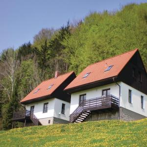 Hotel Pictures: Three-Bedroom Holiday Home in Starkov, Stárkov