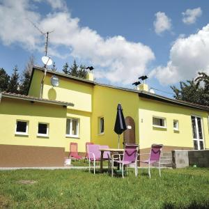 Hotel Pictures: Two-Bedroom Holiday Home in Lubenec, Lubenec