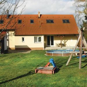 Hotel Pictures: Holiday home Radomilice KL-720, Radomilice