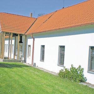 Hotel Pictures: Holiday home Bzi, Dolní Bukovsko
