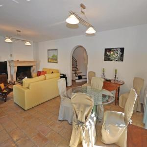 Hotel Pictures: Holiday Home Nice with a Fireplace 04, Saint-Roman