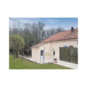 Hotel Pictures: Holiday Home Riverside Cottage, Dampierre-sur-Boutonne