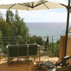 Hotel Pictures: Holiday home Avenue de la Corniche, Rayol-Canadel-sur-Mer