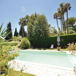 Hotel Pictures: Three-Bedroom Holiday Home in Le Rouret, Le Rouret
