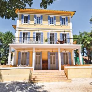 Hotel Pictures: Apartment La Garde YA-1506, La Garde