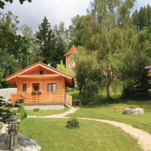 Hotel Pictures: One-Bedroom Holiday Home in Becov nad Teplou, Bečov nad Teplou