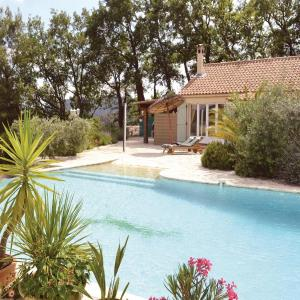 Hotel Pictures: Holiday Home La Lezardiere, Bargemon