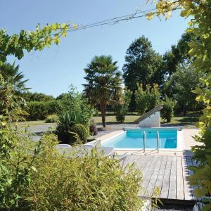 Hotel Pictures: Holiday home Impasse de l'Écluse K-741, Nuaillé-sur-Boutonne