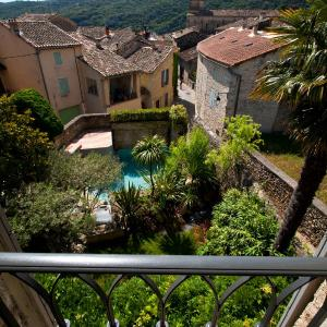 Hotel Pictures: Hostellerie Le Castellas - Les Collectionneurs, Collias
