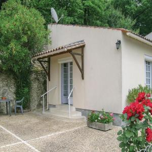 Hotel Pictures: One-Bedroom Holiday Home in St Sauvant, Saint-Sauvant