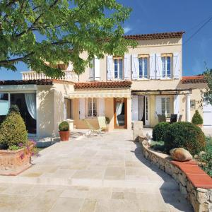 Hotel Pictures: Holiday home Draguignan with a Fireplace 379, Draguignan