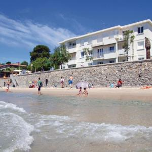 Hotel Pictures: One-Bedroom Apartment with Sea View in La Seyne sur Mer, La Seyne-sur-Mer