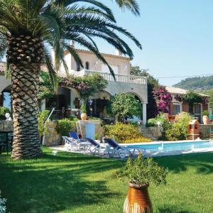 Hotel Pictures: Five-Bedroom Holiday home Ollioules with Sea View 03, Ollioules
