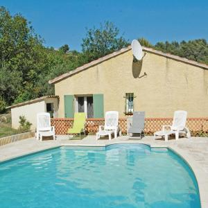 Hotel Pictures: Holiday Home Lou Val - 02, Varages