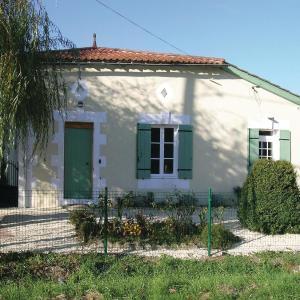 Hotel Pictures: Two-Bedroom Holiday Home in Soumeras, Souméras