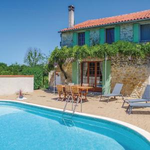 Hotel Pictures: Holiday home St.Simon de Pellouaill with Outdoor Swimming Pool 376, Saint-Simon-de-Pellouaille