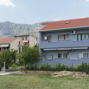 Hotel Pictures: Three-Bedroom Apartment in Kastel Sucurac, Kaštela