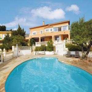 Hotel Pictures: Holiday home ave Jules Michelet, Saint-Aygulf