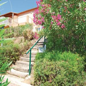 Hotel Pictures: Two-Bedroom Apartment in Les Issambres, Les Issambres