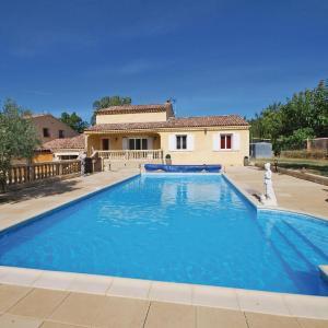 Hotel Pictures: Studio Holiday Home in St Julien L Montagnier, Les Maurras