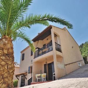 Hotel Pictures: Holiday home rue de L'Eolienne, La Crau