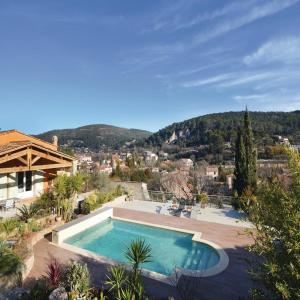 Hotel Pictures: Three-Bedroom Holiday Home in Sollies Taoucas, Solliès-Toucas