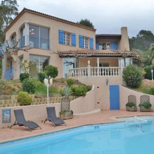 Hotel Pictures: Three-Bedroom Holiday Home in Le Brusc, Le Brusc