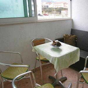 Hotel Pictures: Three-Bedroom Apartment in Kastel Stafilic, Kaštela