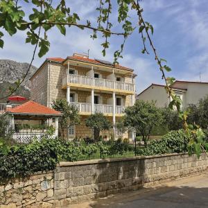 Hotelbilleder: Three-Bedroom Apartment in Kastel Stari, Kaštela