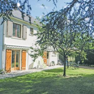 Hotel Pictures: Apartment Place Albert Ruelle L-751, La Chapelle-sur-Loire