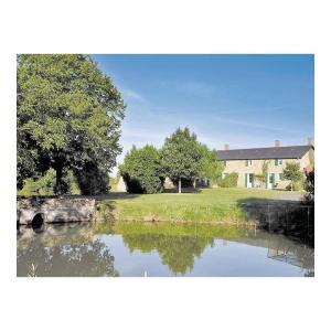 Hotel Pictures: Holiday home St Aubin du Plain GH-1372, Saint-Aubin-du-Plain