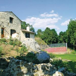 Hotel Pictures: Holiday home St. Loup Lamairé with Outdoor Swimming Pool 395, Gourgé