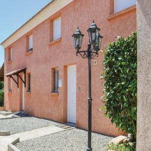 Hotel Pictures: Two-Bedroom Holiday Home in Prunete, Prunete