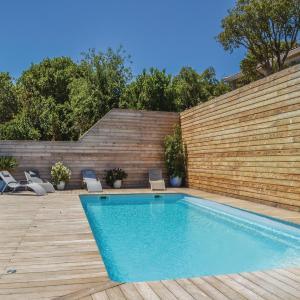 Hotel Pictures: Three-Bedroom Apartment in S. Lucie de Porto Vec., Mangialla