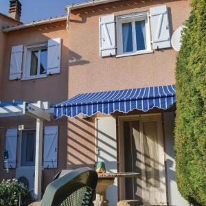 Hotel Pictures: Two-Bedroom Holiday Home in Sarrola Carcopino, Sarrola-Carcopino
