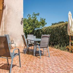Hotel Pictures: Three-Bedroom Holiday Home in Cervione, Cervione
