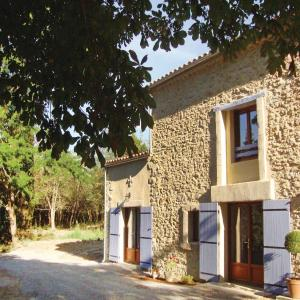 Hotel Pictures: Four-Bedroom Holiday Home in Alzonne, Alzonne