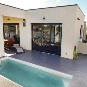 Hotel Pictures: Three-Bedroom Holiday Home in Leucate, Leucate