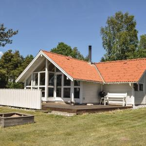 Hotel Pictures: Three-Bedroom Holiday Home in Ebeltoft, Ebeltoft