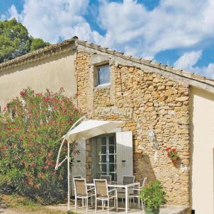 Hotel Pictures: Holiday home Couemes-Vaucé N-776, La Roque-sur-Cèze