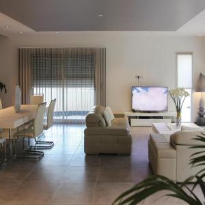Hotel Pictures: Four-Bedroom Holiday Home in Rochefort du Gard, Rochefort-du-Gard