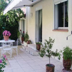 Hotel Pictures: Studio Holiday Home in Nimes, Nîmes