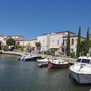 Hotel Pictures: Two-Bedroom Holiday Home in Aigues-Mortes, Aigues-Mortes