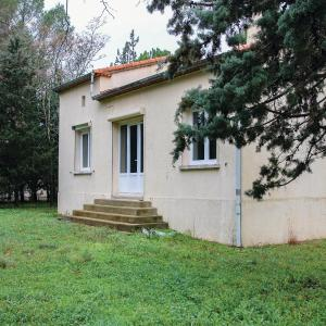 Hotel Pictures: Three-Bedroom Holiday Home in Villetelle, Villetelle